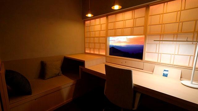 三井不動産のオフィスワーカー向け共用施設「+C」に設置された空間演出ソリューション「Your Space™ 」  © Toppan Printing Co., Ltd.