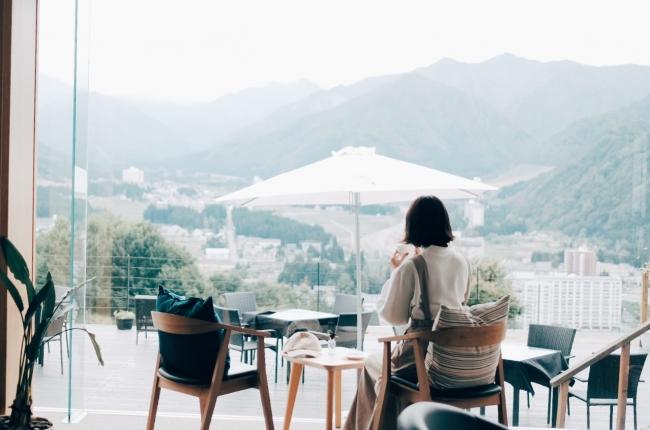 東京から最短70分!絶景の中でテレワークステイを満喫、ホテルシェラリゾート湯沢「見晴らしのワーケーション」サービスを開始