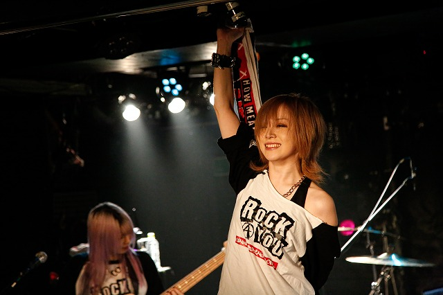 愛沢絢夏の誕生日に行なった、限られた人たちだけが熱狂を味わえたワンマン公演をLIVE DVD化!!