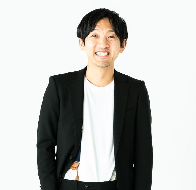 【開発者・峯村昇吾】大学卒業後、大手繊維専門商社にて、素材開発、アパレルメーカー向けのテキスタイル提案、海外駐在を経験。素材開発のエキスパートとして、2015年11月にFABRIC TOKYOへ入社。新規事業開発を担当。武蔵野美術大学大学院に在学中。