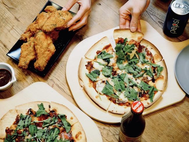 [軽食例]  ピザ、クリスピーフライドチキン